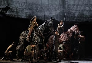 'War Horse' Transform Puppets into Animals