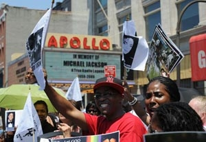 Fans Gather for Apollo Theater's Jackson Memorial