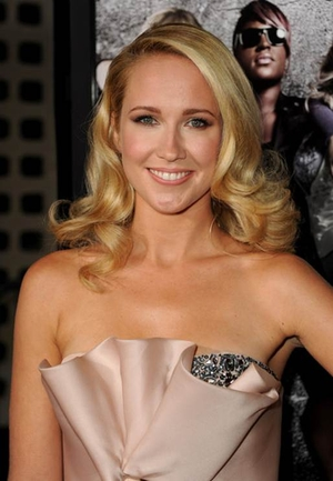 Anna Camp Pushes Her Boundaries in 'Pitch Perfect' and 'The Mindy Project'